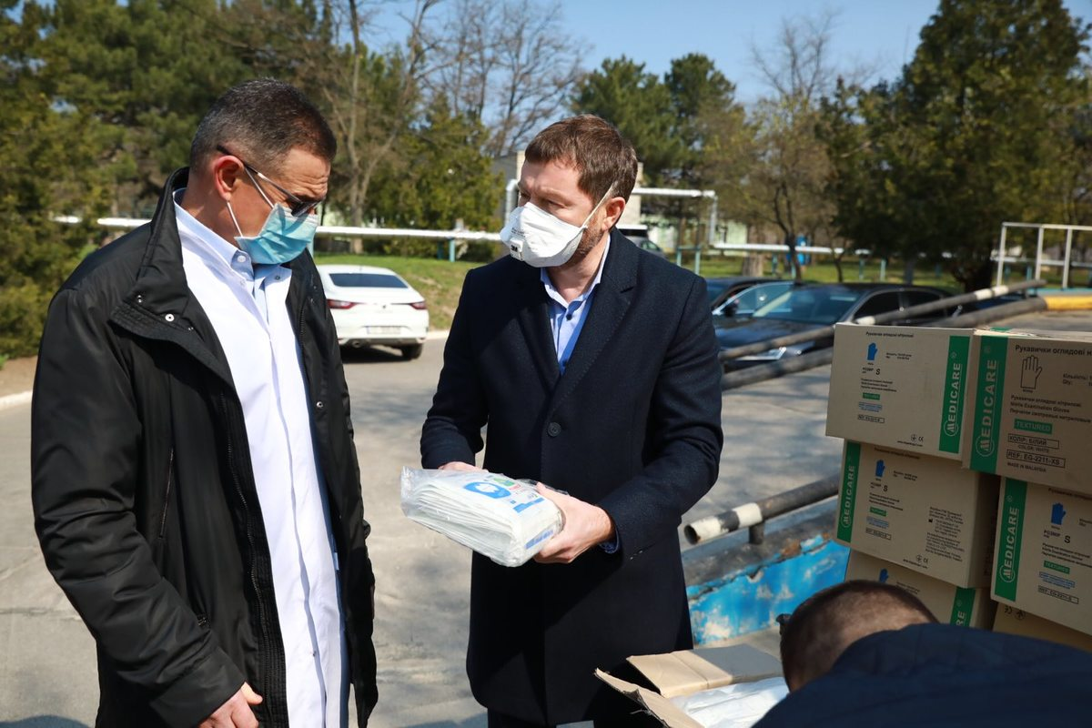 Medical Staff in Six Regions Received Up-to-date Protective Gear from Novynskyi's Foundation